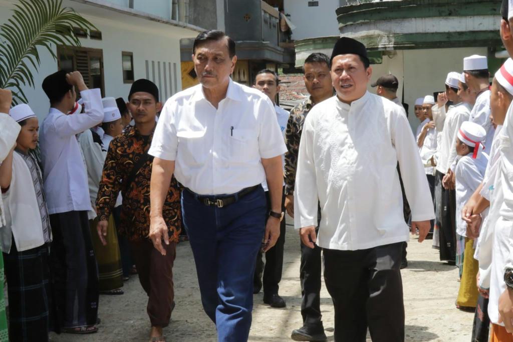 Minta Doa dan Bersihkan Jokowi dari Hoaks, LuhutKunjungi Ulama di Bogor Raya